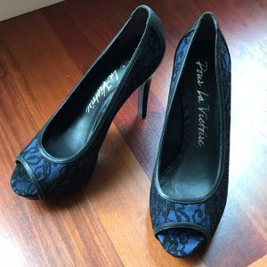 "Pour la Victoire ""Myleene"" Lace Heels, Like New"